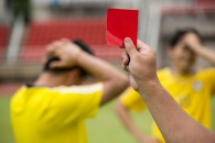 """Skal """"gult kort"""" hedde """"rødt kort""""?"""