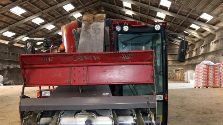 Selvkørende fuldfodervogn erstatter tre maskiner